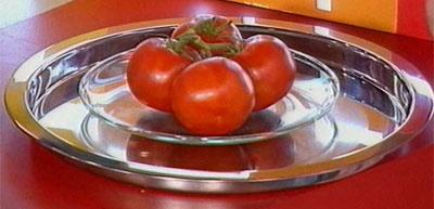 помидоры на блюде