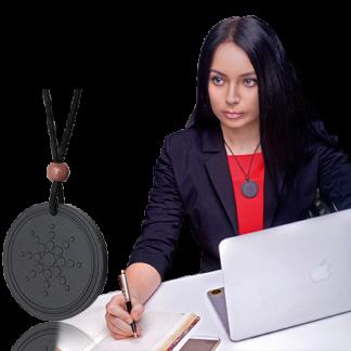 Девушка с квантовым медальоном